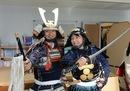 甲冑試着体験でナリキリ元就、安芸高田市 歴史民俗博物館で