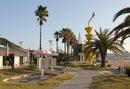 瀬戸田サンセットビーチ、リゾート感ある白い砂浜の人気海水浴場