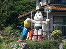 広島県で見た、田舎の手作り巨大看板(歓迎オブジェ)のある風景