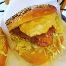 リュラル・ブーランジェ、東広島豊栄 ボリュームあるバーガーや惣菜パンが魅力