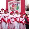 沖縄で広島カープの優勝パレード、15000人が祝福「感動した」