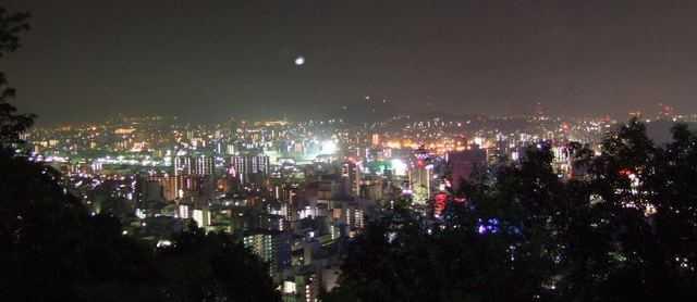 仏舎利塔からの夜景