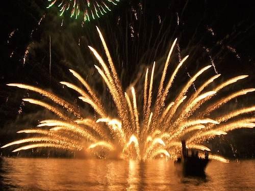 宮島水中花火大会 2009、広島の夜空に花火が満開!