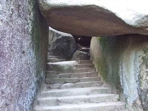 弥山 くぐり岩