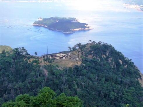 弥山山頂から見た、獅子岩駅