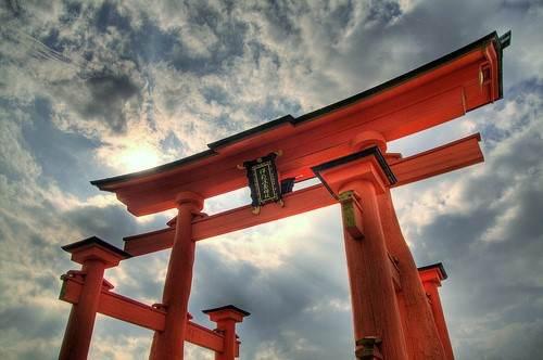 宮島・厳島神社で初詣を!拝観料や満潮時刻など