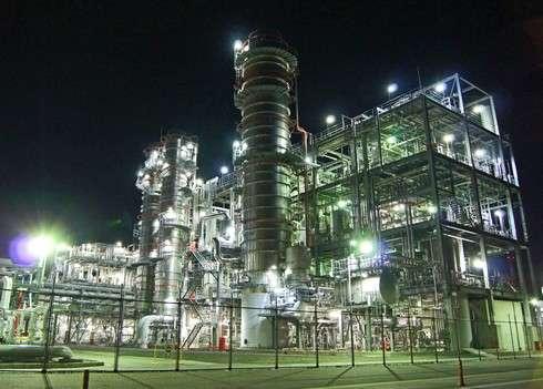 夜はまるで宇宙基地!夜景を眺める 大竹工場夜景クルーズ