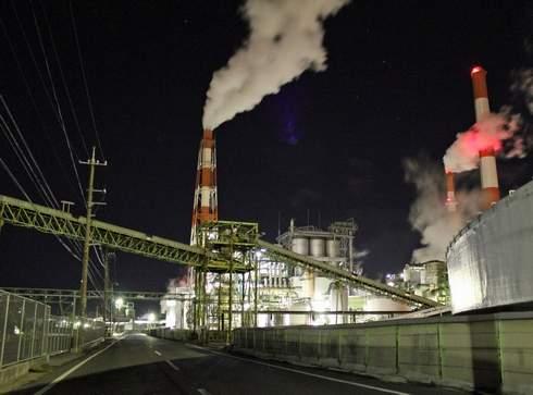 大竹コンビナートの夜景、工場萌え 巨大な煙突
