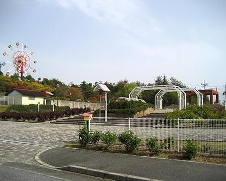 蜂ヶ峰公園 観覧車とバラ園