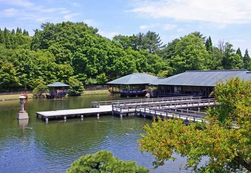 三景園の大きな池
