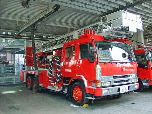 スケルトン消防署 消防車 ハシゴ車