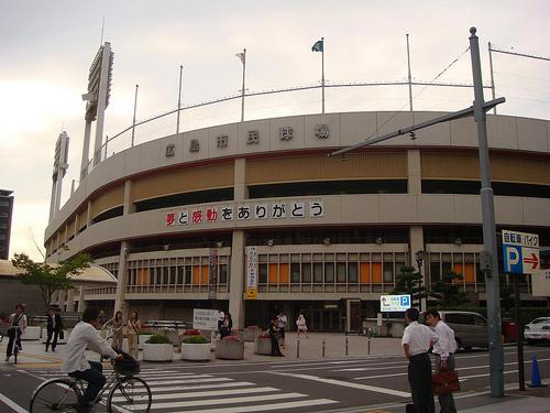 旧広島市民球場 最後の日! カープOBらが試合後、閉球式も