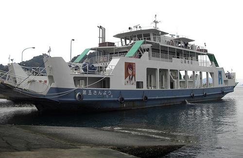 たまゆらフェリー、竹原港から垂水行きにラッピングフェリー登場