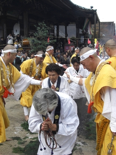 宮島 大聖院で 火渡り式