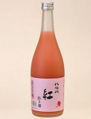 八幡川 にごり酒 紅、淡いピンク色の日本酒