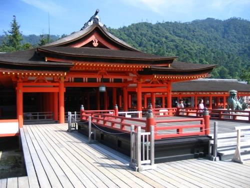 外国人に人気の観光スポット、 宮島が1位