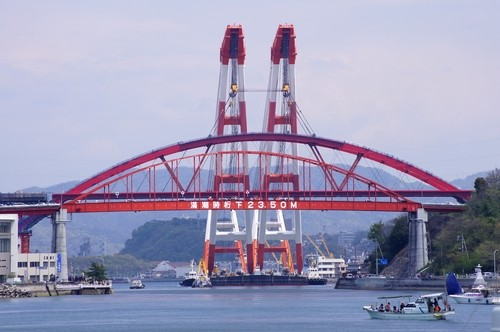 音戸大橋と、新しく架けられた第2音戸大橋