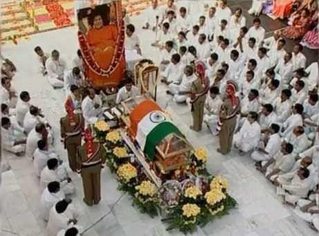 サイババ 葬儀