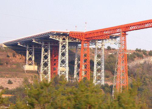 広島空港のオレンジ色の橋、侵入灯