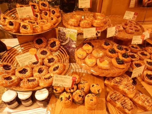 広島アンデルセン本店にも パンダ食パン登場、巨大石釜のあるパン屋さん