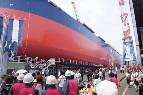 常石造船で進水式、造船所で巨大船の迫力を間近で体験