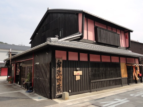 赤猫(卑弥呼蔵)、三次市の酒蔵を改装した不思議な空間