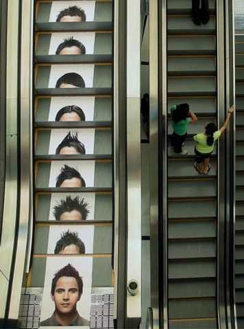 階段やエスカレーターに仕掛けた、海外のインパクト大の広告いろいろ