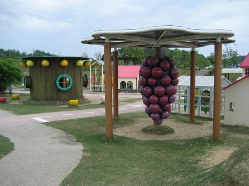 せら夢公園、発想がユニークでカラフルな「ミニチュア版の世羅」公園