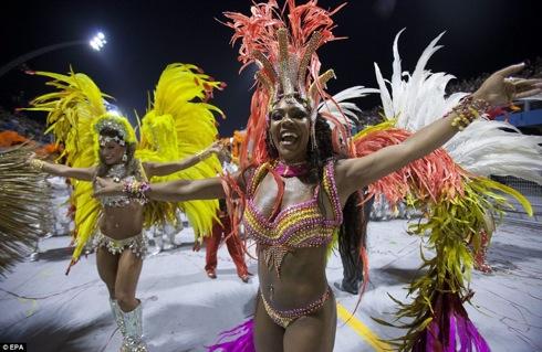 リオのカーニバル 2012 画像 動画!過激 衣装のダンス