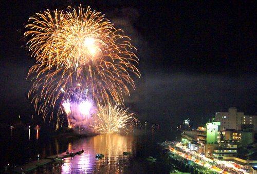 鞆の浦で広島県で最初の花火大会スタート