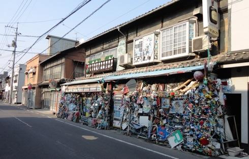 これはすごい…尾道市 ひめじや、斬新すぎるアート