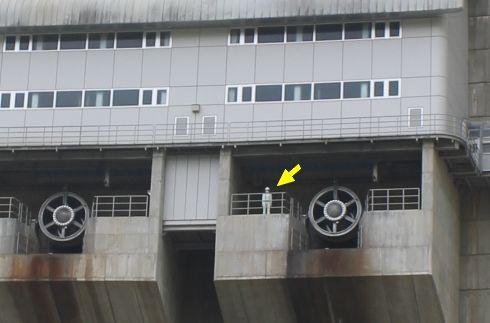 温井ダム 見学中、利水次郎くんを探せ!
