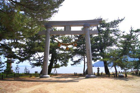 広島の 桂浜海水浴場、白い砂浜と松原