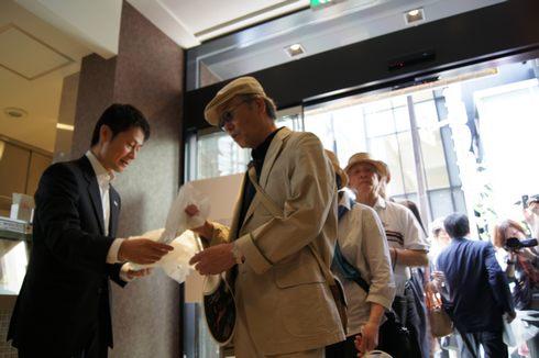 tau、銀座に広島のブランドショップがオープン!初日から盛況