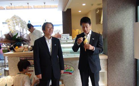 tauのオープン直前の湯崎知事の画像