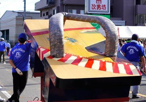 ゲタリンピック 2012 福山市松永に日本一巨大なゲタ登場、今年は婚活も!