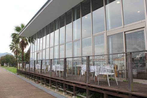 三原 すなみ海浜公園内のゾーナ、海を見ながらカフェや食事を
