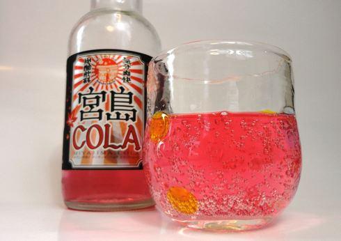 宮島コーラ グラスに注いだ
