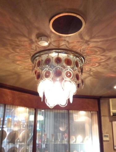 シャモニーモンブラン 広島 1階のシャンデリア
