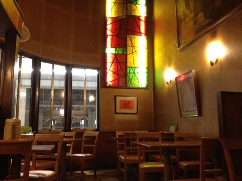 シャモニーモンブラン 広島 中2階のステンドグラス