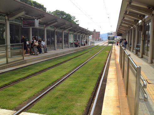 広島市、原爆ドーム前や宇品電停周辺など路面電車の軌道敷を緑化