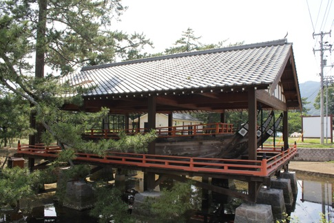 倉橋島に管絃祭の 御座船展示