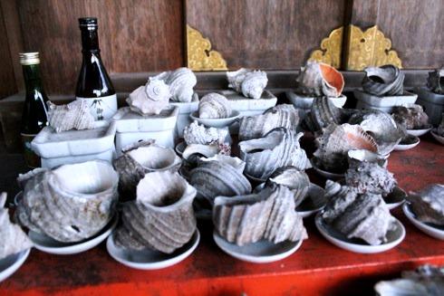 因島 大山神社の中の 耳明神社のさざえ