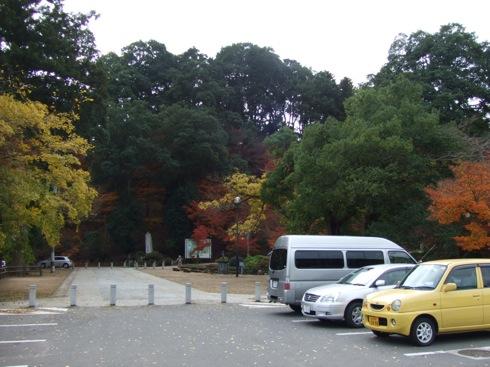 尾関山公園 紅葉の様子(駐車場 写真)