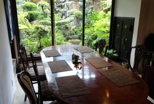 音戸のカフェ 天仁庵(Ten Jin An) 中庭は癒しの緑