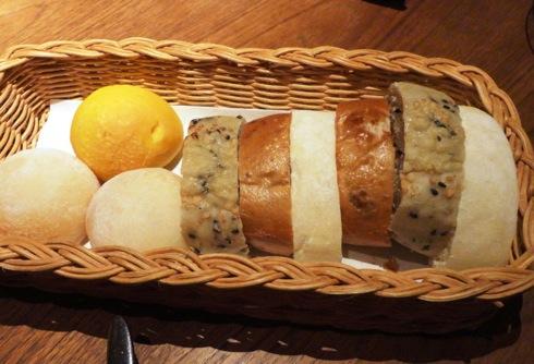 カフェ セルロイド(CELLU LOID) コースのパン