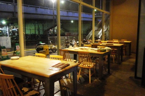 カフェ セルロイド(CELLU LOID) テーブル席の様子