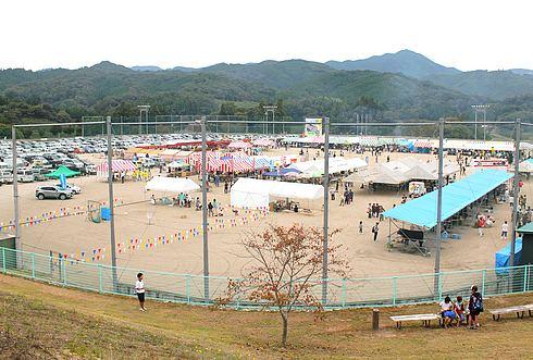 口和総合運動公園で行われたモーモー祭