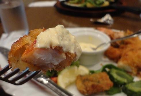 食屋 マルベリー 海老フライとタルタルのアップ画像