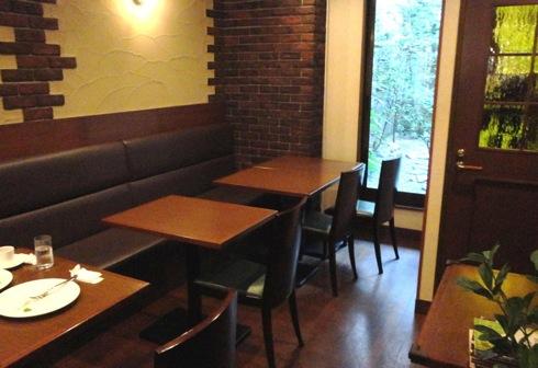 洋食屋 マルベリーの店内奥の画像